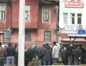 Emek Partisinden karanfilli protesto