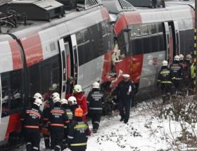 Hızlı trenler kafa kafaya çarpıştı