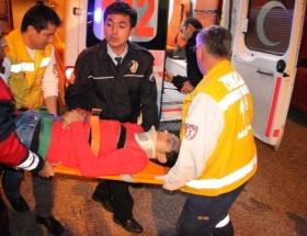 Ambulans Tıra çarptı: 4 yaralı