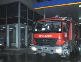 Petrol istasyonunda otomobil yandı