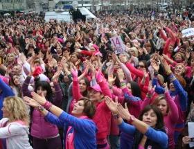 1 milyar kadın ayakta