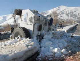 Polis panzeri devrildi:3 yaralı