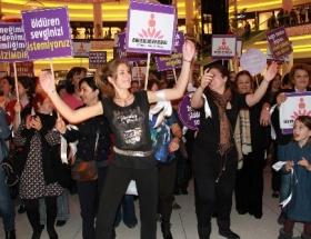 Bursalı kadınlar da, dansla protesto etti
