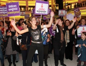 Kadın mitingine saldırı protesto edildi