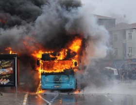 İstanbulda otobüse molotof!