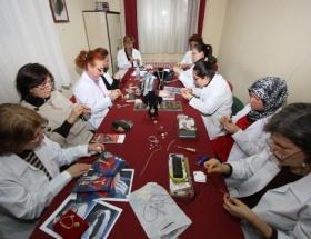 İzmirli kadınlar Osmanlı takılarını öğreniyor