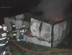 İzmitte prefabrik ev yandı