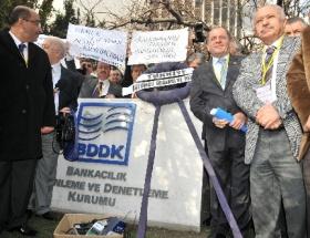 BDDKyı protesto ettiler