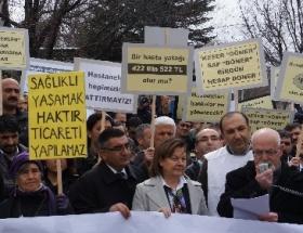 Sağlık çalışanlarından Meclis önünde protesto