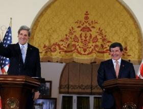 Davutoğlu, John Kerry ile görüştü
