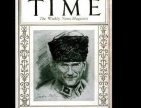 Atatürk, ilk sırada