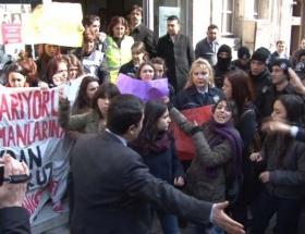 Kadınların protestosunda arbede!