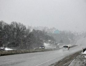 Bolu Dağında kar yağışı ulaşımı etkiledi