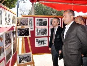 Erbakan resimlerle anıldı