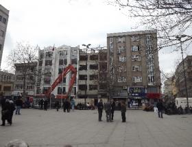 5 katlı bina, 5 satte yıkıldı