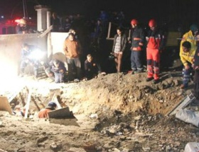 Toprak altında kalan işçi öldü