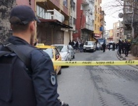 Polis, çatıdan inmeye ikna etti