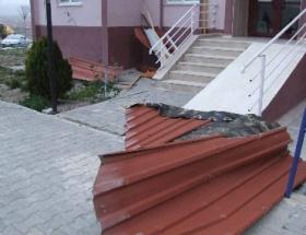 Yozgatta şiddetli lodos çatıları uçurdu