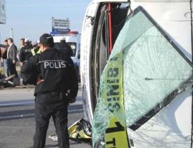 Halk otobüsü devrildi: 20 yaralı
