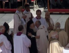 Vatikanda tarihi kucaklaşma