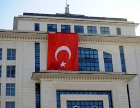 AK Partiden saldırıya Türk bayraklı tepki