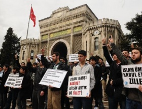 İÜde cuma namazı protestosu