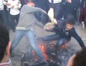 Ateş üzerinde çarpıştılar