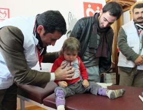 Suriyelilere bir kamyon ilaç