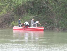 Milli Eğitim Müdürü nehirde mahsur kaldı