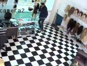Kuyumcu soygunu güvenlik kamerasında