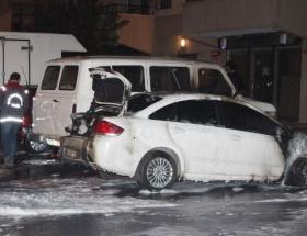 İstanbulda 4 araç kundaklandı