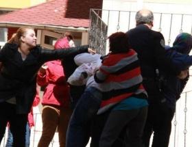 Adliye çıkışında kavga