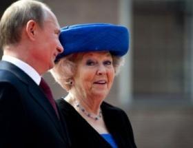 Putin Kraliçe Beatrix ile bir araya geldi