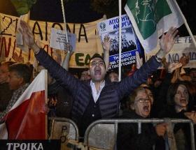 Güney Kıbrısta öğrenciler ayaklandı