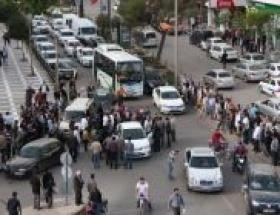 Sürücüler kavga etti trafik kilitlendi