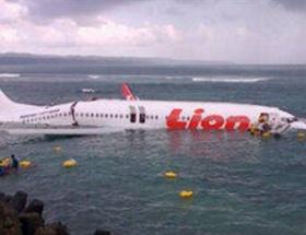 Yolcu uçağı okyanusa iniş yaptı