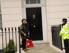 Thatchera Türk bayraklı çelenk