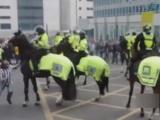 Holigan atlı polise böyle saldırdı