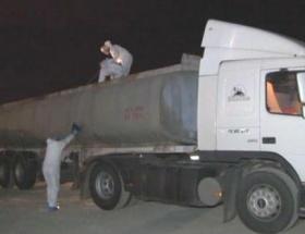 Tankerin yakıt tankında 56 kilo esrar