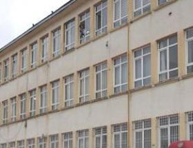 Liseli kız okulda intihar etti