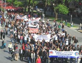 İzmirde işçiler taşerona karşı yürüdü