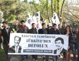 Kerry ve Davutoğluna protesto şoku