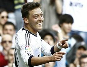 Mesut, Arsenali liderliğe taşıdı