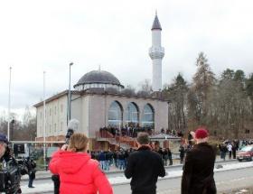 İsveçte ilk kez minareden ezan okundu