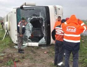 Otobüs şarampole devrildi: 1 ölü, 43 yaralı