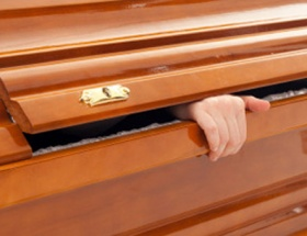 Cenaze töreninde dirildi!