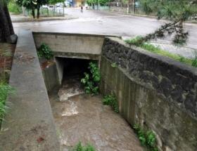 Köprüden su kanalına düşen kişi öldü