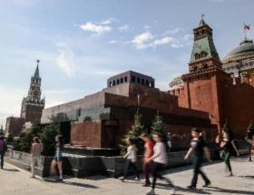 Lenin mozolesi ziyarete açıldı
