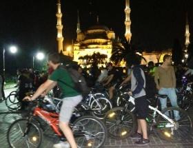 Bisikletlilerden geceyarısı İstanbul turu