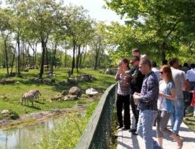 Bursada hayvanat bahçesine ziyaretçi akını